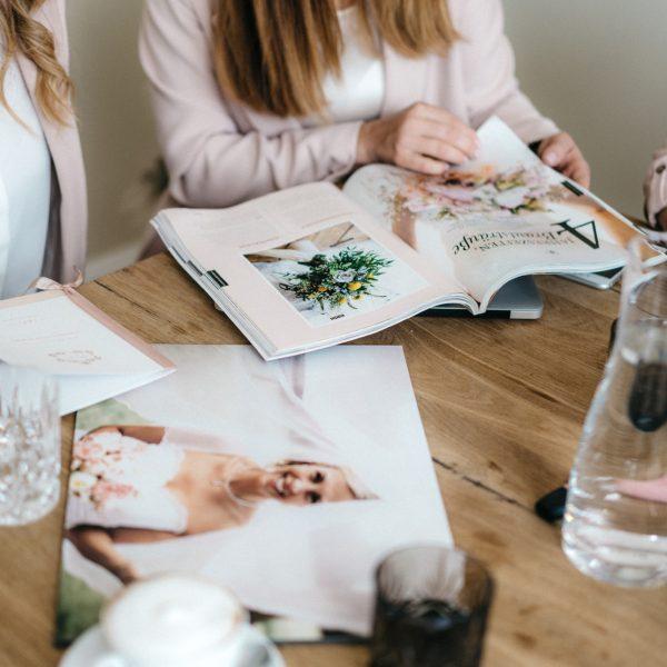 Agentur Perfect - Event- & Modelagentur in Österreich - Brigitte Truppe Besprechung für Details mit Team und Kunden